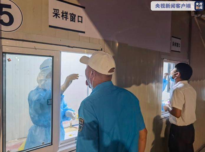上海浦东机场连夜展开大规模核酸检测