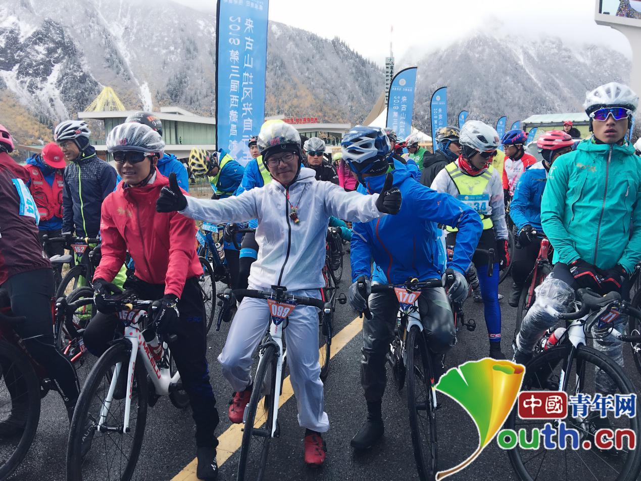 然乌来古山地风光自行车赛举行 车手雪山美景中相竞