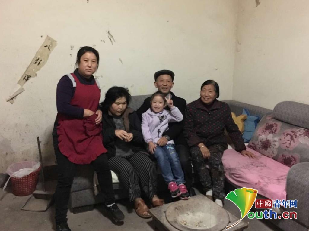 马海英一家五口合影.通江县委宣传部供图